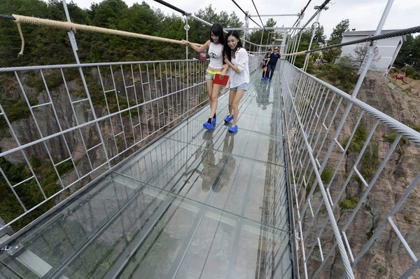 China Builds Longest and Highest Glass Bridge